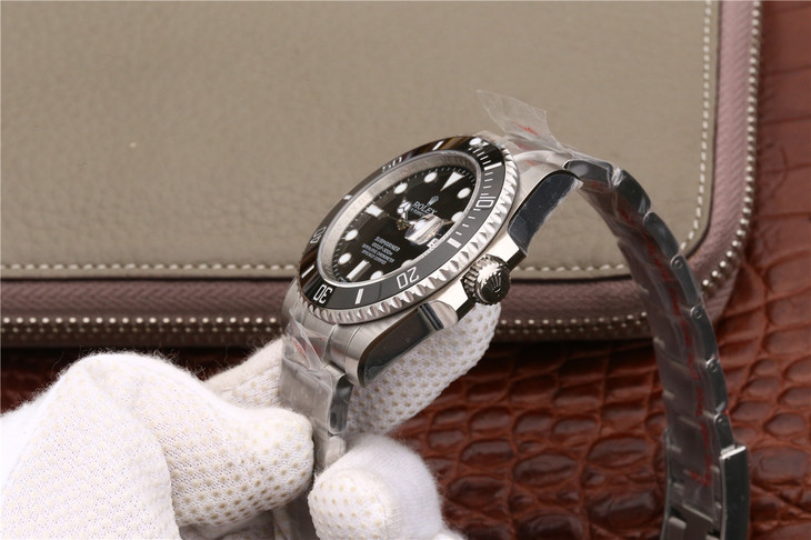 Replica Rolex Submariner 116610LN Crown