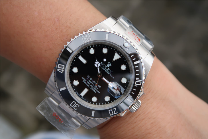 Replica Rolex Submariner 116610LN Wrist Shot