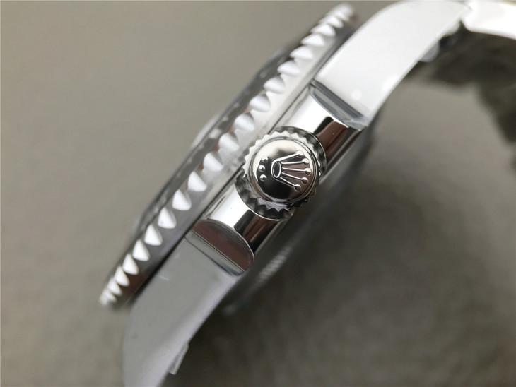 Replica Rolex Sea-Dweller 126600 Case Close-up