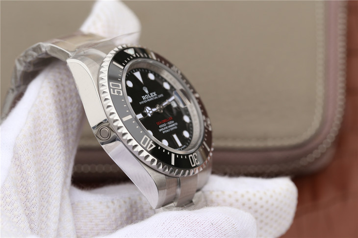 Replica Rolex Sea-Dweller 126600 Case