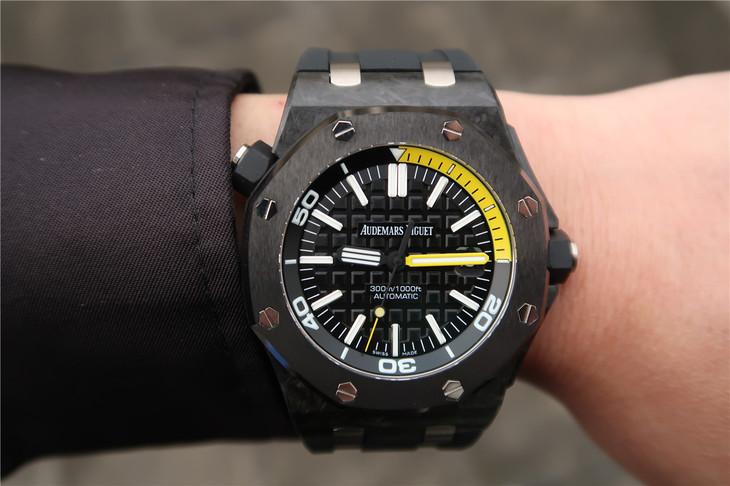 AP 15706 Diver Wrist Shot