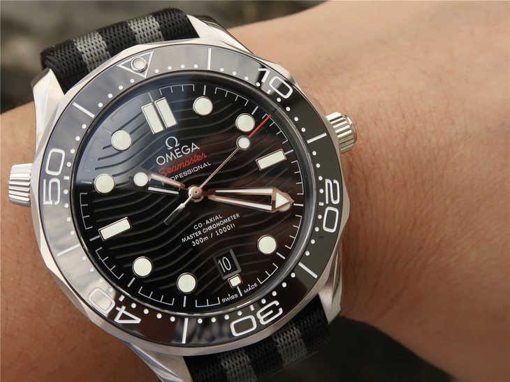 Replica Omega Diver 300m Wrist Shot
