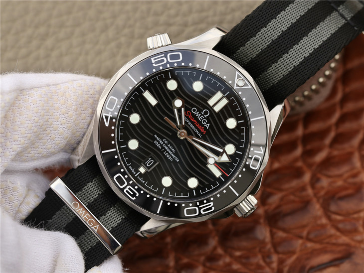 Replica Omega Seamaster Watch Black Dial