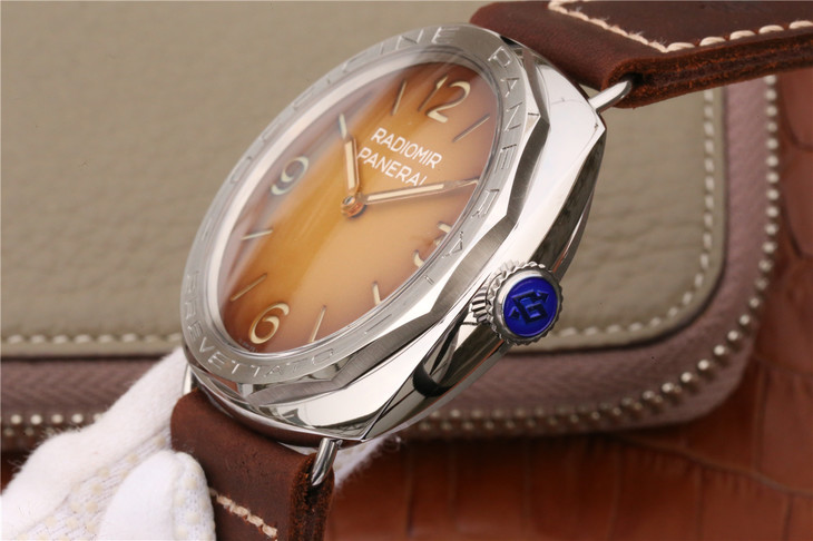 Panerai PaM 687 Crown