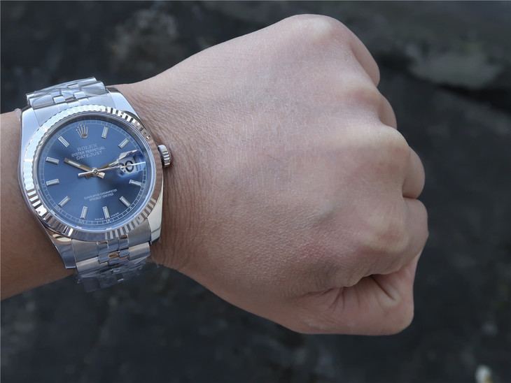 Replica Rolex Datejust Wrist Shot