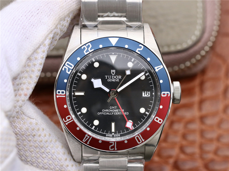 Replica Tudor Black Bay GMT
