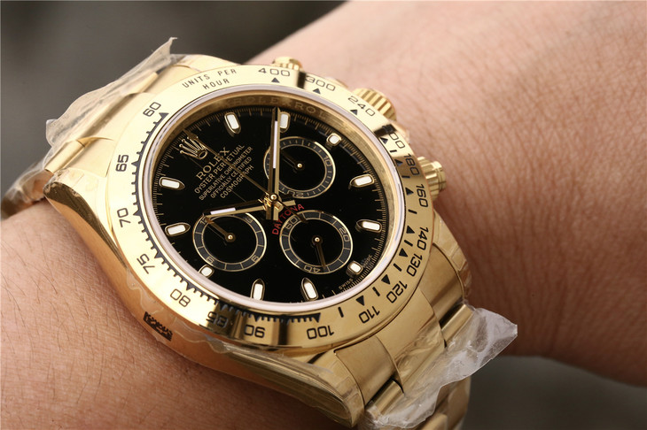 Rolex Daytona 116508 Gold Wrist Shot