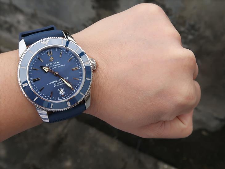 Replica Breitling Superocean Wrist Shot