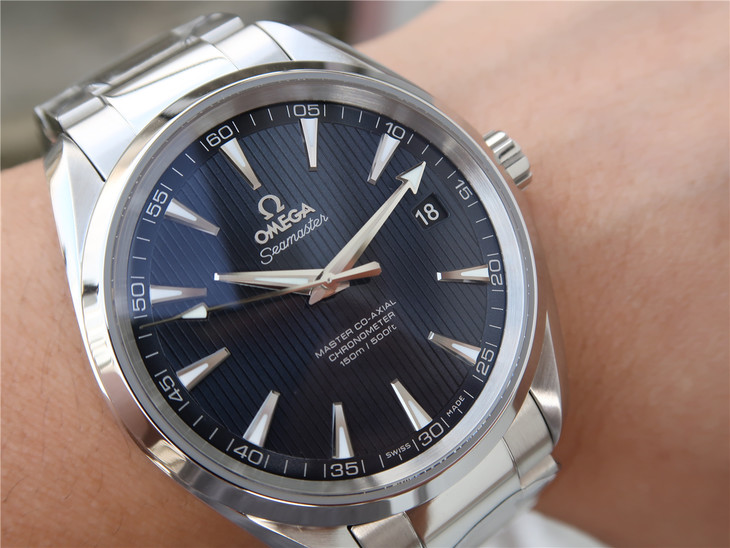 Replica Omega Aqua Terra 150m Wrist Shot