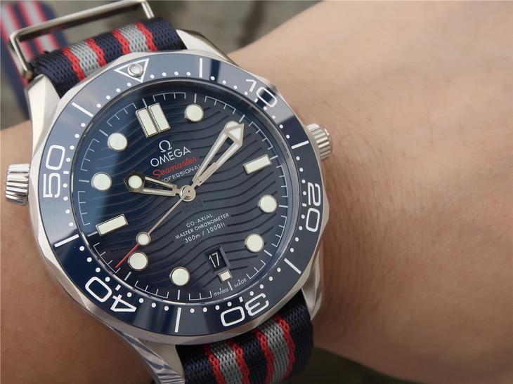 Replica Omega Diver Blue Wrist Shot