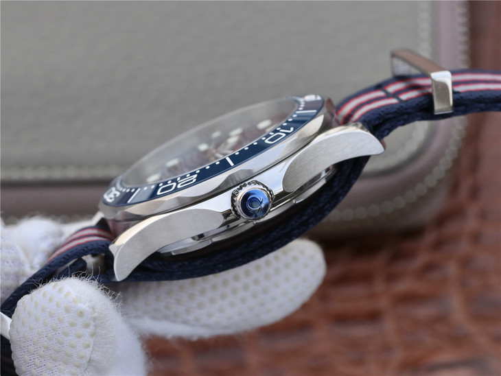 Replica Omega Seamaster Blue Crown