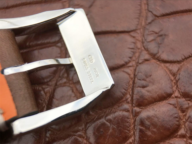 IW377714 Buckle Backside