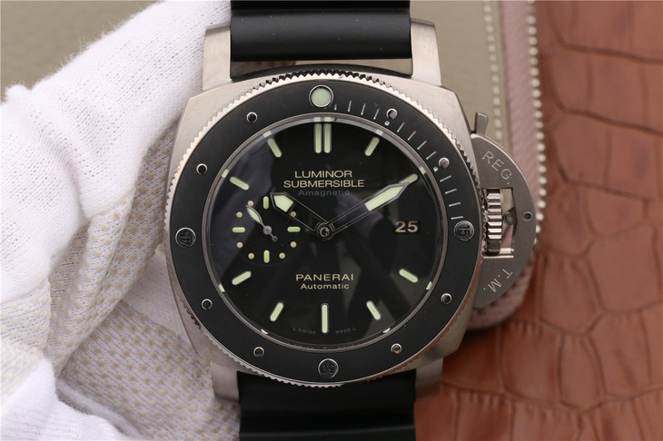 Replica Panerai Luminor Submersible PAM 389