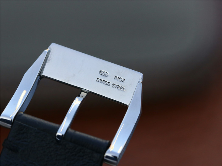 IW377725 Buckle Engraving