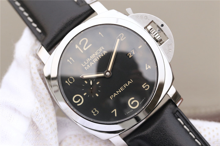 PAM 359 Black Sandwiched Dial