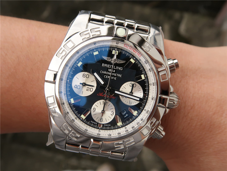 Breitling Chronomat B01 Wrist Shot Photo