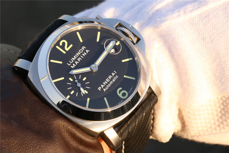 PAM 048 Wrist Shot Photo