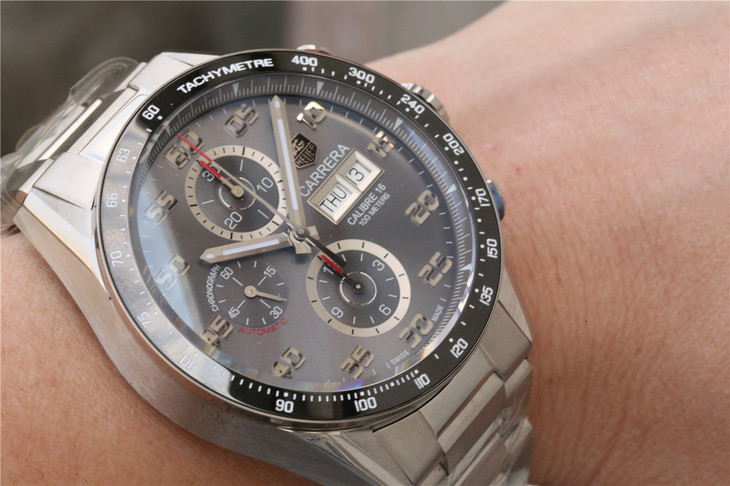 Tag Heuer Wrist Shot Photo