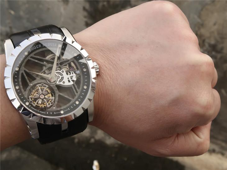 Roger Dubuis Excalibur RDDBEX0393 Wrist Shot