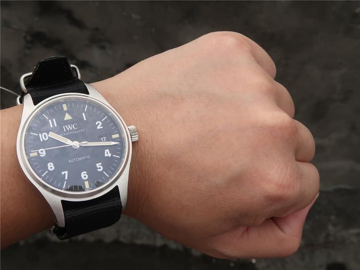 IW327007 Wrist Shot