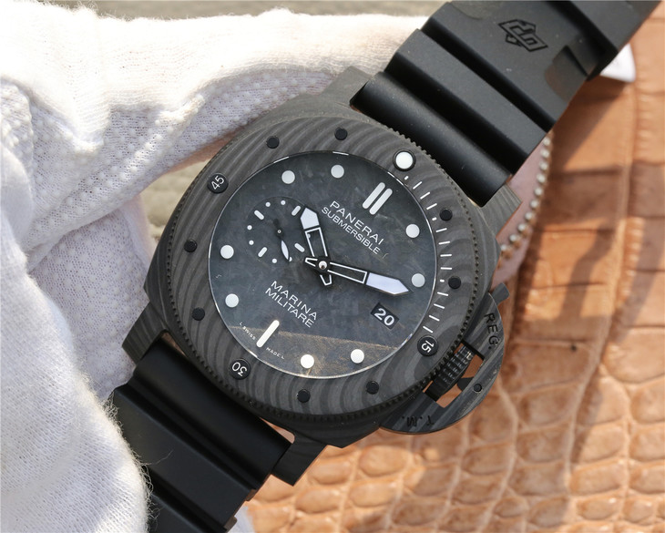 Replica Panerai Submariner Carbon