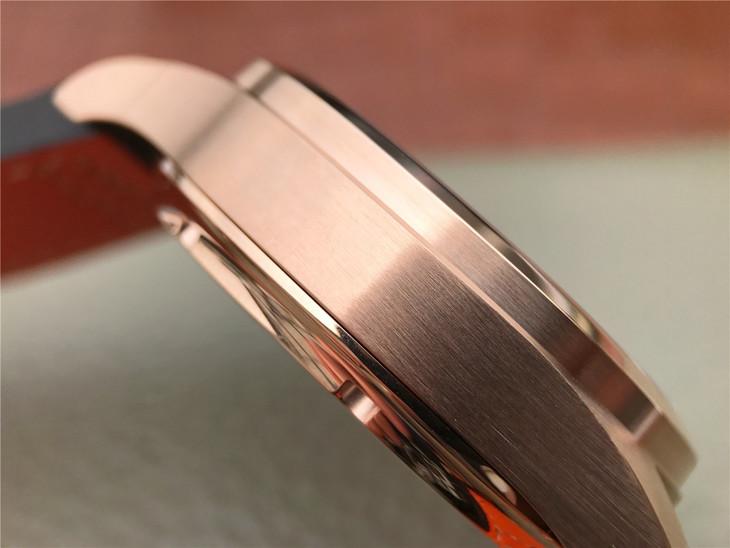 IW502701 Case Close-up