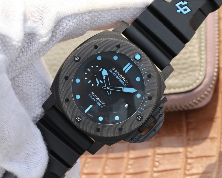 Replica Panerai Submersible CarboTech