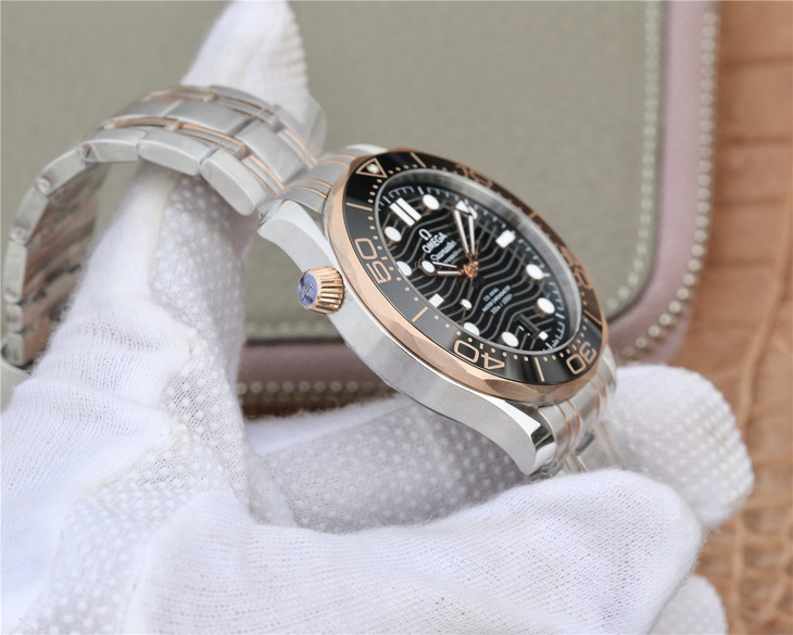 Replica Omega Seamaster Diver 300 Rose Gold Case