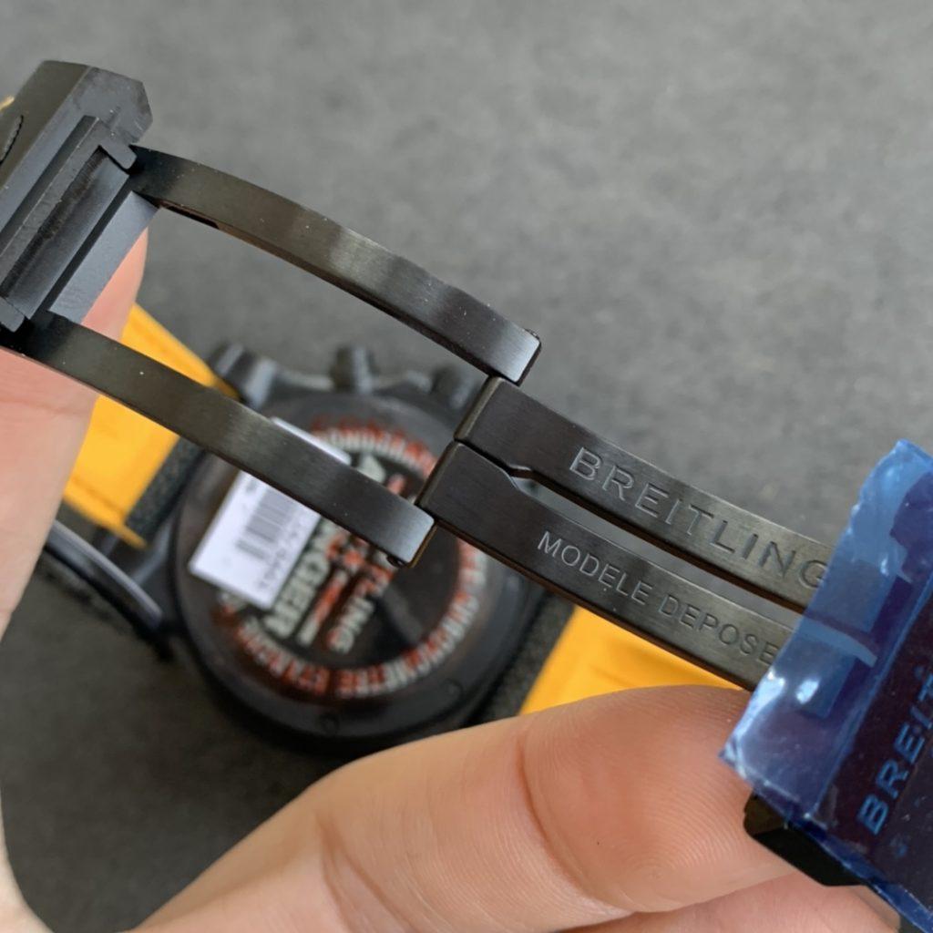 Replica Breitling Avenger Hurricane Clasp